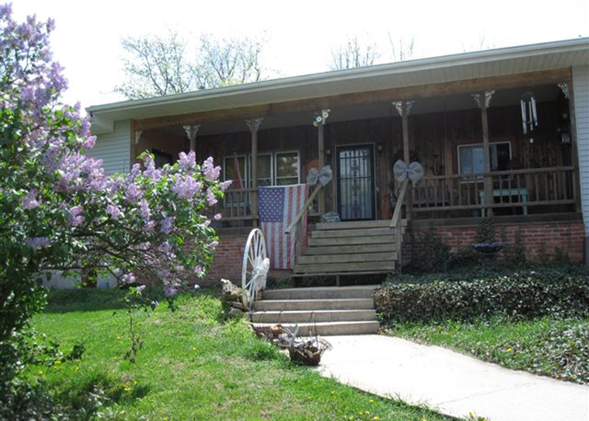 Walnut Acres bed and breakfast front entrance