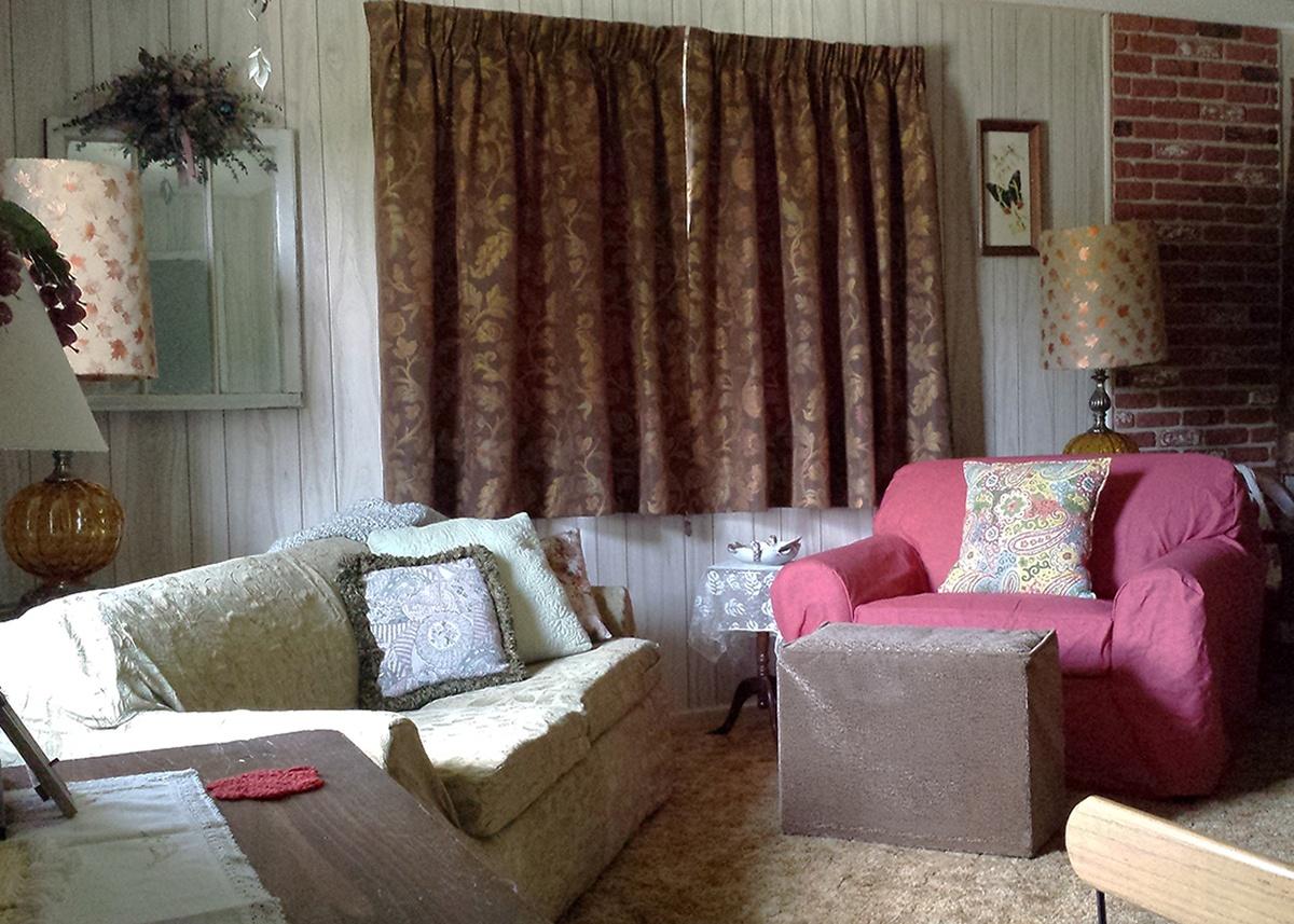 Walnut Acres Oak living room